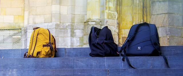 tašky na schodech