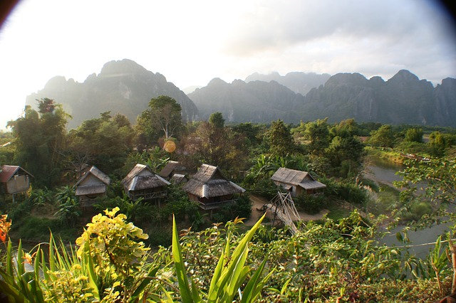 domky v Laosu