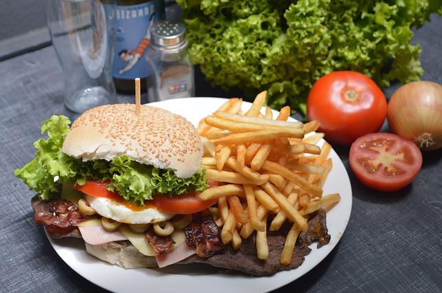 hamburger s hranolkami.jpg