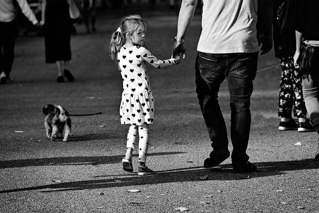malá holčička a otec