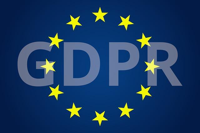 nápis GDPR na tmavě modrém pozadí s hvězdami EU