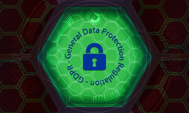 """obrázek dat ukrytých za zámkem s nápisem """"ochrana osobních údajů"""""""