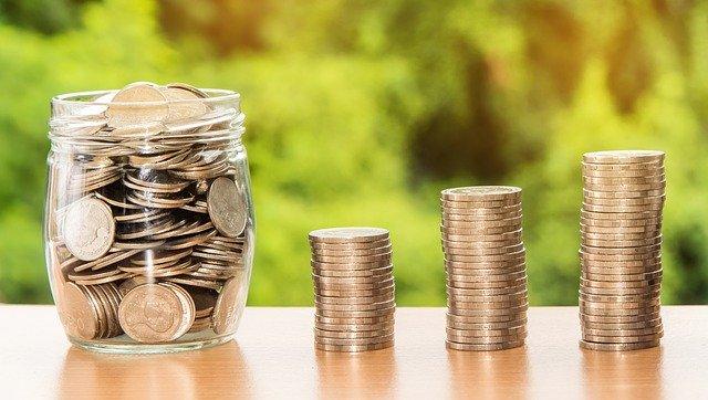Peníze uschované ve sklenici